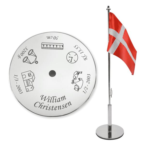 bordflag og dåbsflag med navn og fødselsmål indgraveret