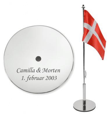 Bordflag fra Memozz med gravering af navne